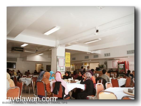Suasana di Islamic Centre Canteen, yang selalu ramai pengunjung