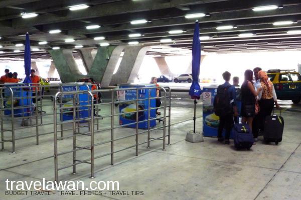 Tempat tunggu taxi resmi di Bandara Internasional Suvarnabhumi
